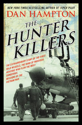 The Hunter Killers: The Extraordinary Story of the First Wild Weasels, the Band of Maverick Aviators Who Flew the Most Dangerous Missions of the Vietnam War (Hardback)