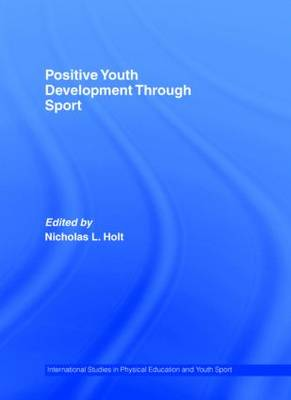 Positive Youth Development Through Sport - Routledge Studies in Physical Education and Youth Sport (Hardback)