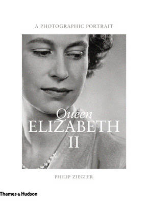 Queen Elizabeth II: A Photographic Portrait (Hardback)