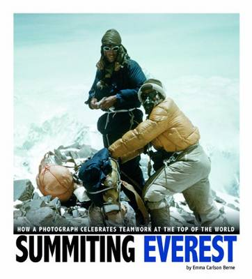Summiting Everest: How a Photograph Celebrates Teamwork at the Top of the World (Paperback)
