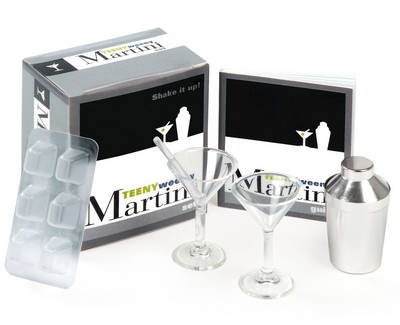 The Teeny-weeny Martini Set: Shake it Up! (Mixed media product)