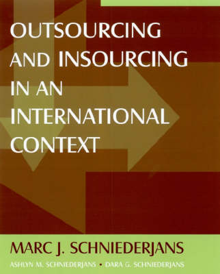Outsourcing and Insourcing in an International Context (Hardback)